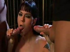 Simony Diamond tekes facial from two cocks
