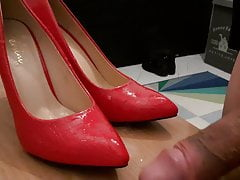 LOAD THE RED HIGH HEELS