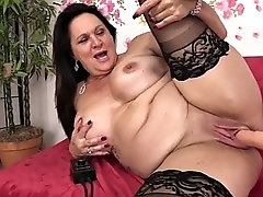 amazing mature leylani wood spreads her legs for a machine