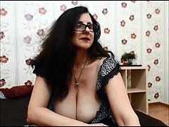 Moving MILF with seroius bosom