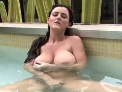Sophie Dee rubs clit in the pool
