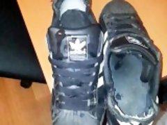 Cumshot Adidas superstar