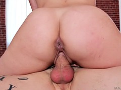 kimber woods shakes her ass on the hard prick