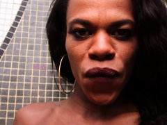 Black TS Lavinia Magalhaes Jerks Off