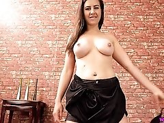 Busty sweetheart puts on a glorious virtual sex show