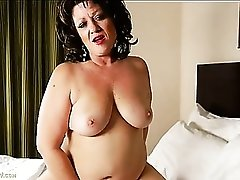 Dirty talking mature BBW invites you into her hotel room