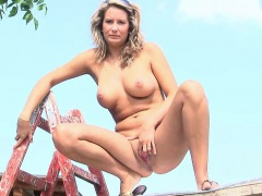 Pissing Girl Ramp Video