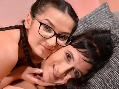 Beautiful MILF VS teen lesbian sex with Sissy and Moyanne