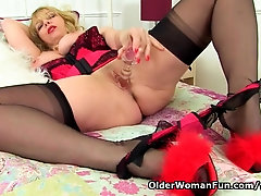 England's hottest cougar Lucy Gresty faux-cocks her fanny for us