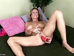 Freckled mature babe moans as she fucks her toy