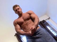iAmPorn - Hot muscled jock wanking cock