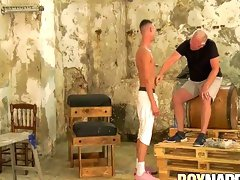 Skinny homo Max London tied up and whipped by maledom