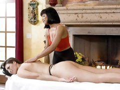 Interracial dolls Jenna Foxx and Bella Rolland fuck on the table