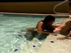 Amateur couple - Blowjob in the pool