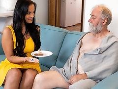 Juicy brunette jumps on a wrinkled dick until orgasm
